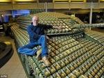 Tank Dibuat Menggunakan 5000 Kardus Telur 2